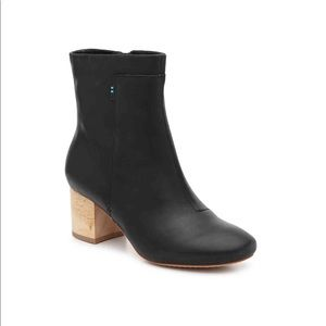 Toms Black Leather Boots NEW